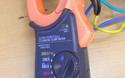 3. Clamping a clamp meter to any one of the variac output lead