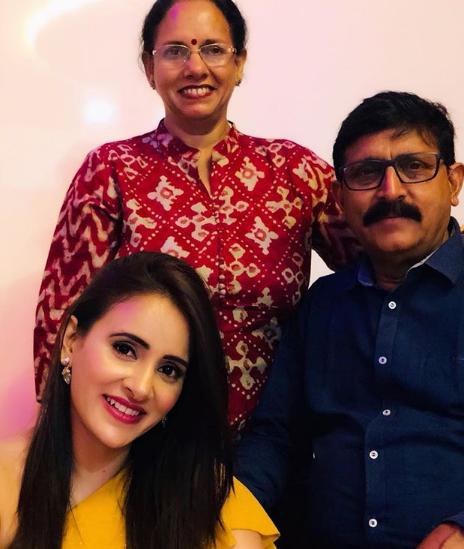 shweta khanduri family
