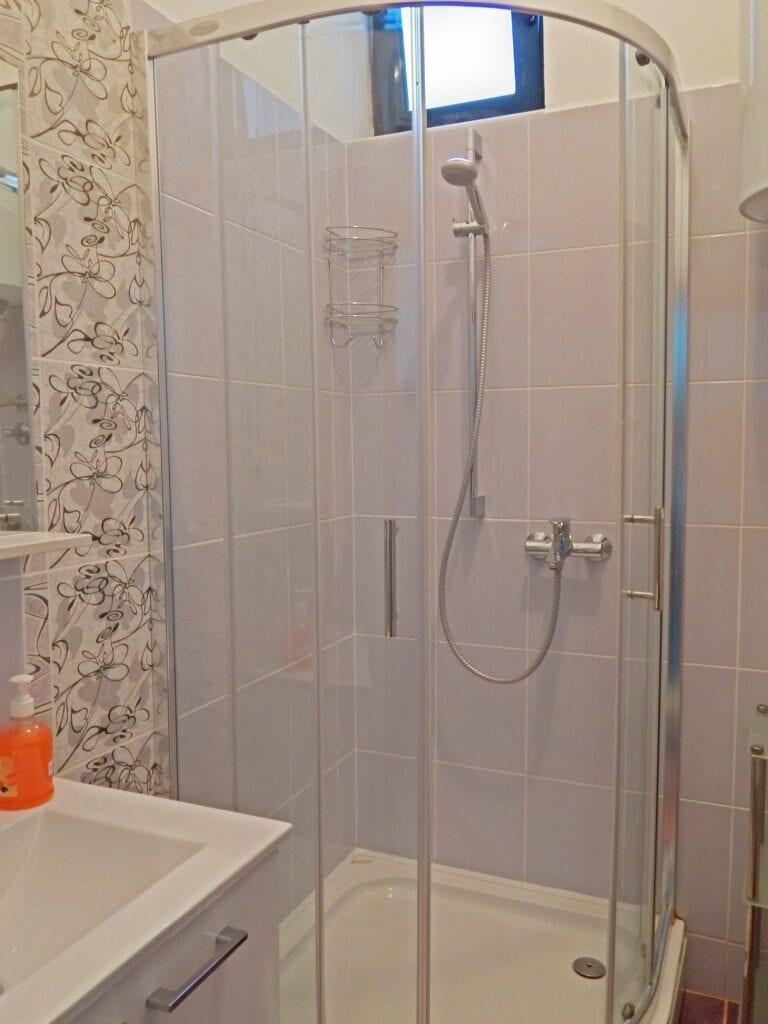 Bathroom-768x1024-min