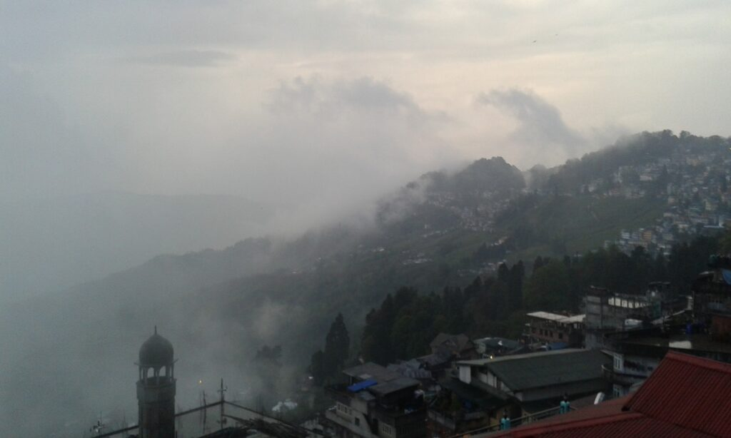 The view of the valley in Darjeeling from my hotel few minutes before the earthquake