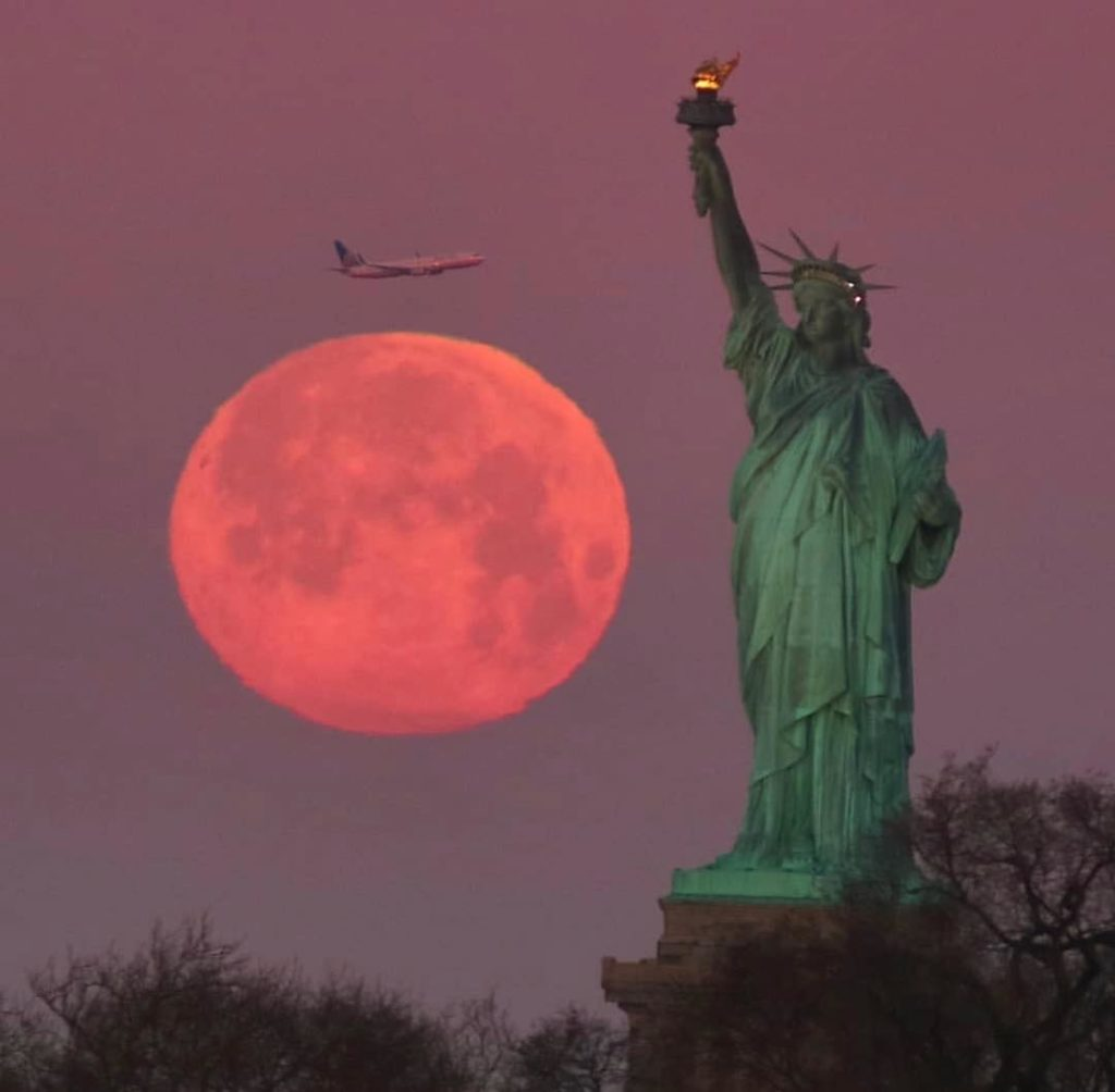 A spectacular supermoon, pictured here with the Statue of Liberty in the foreground, in New York City on February 19th, 2019.  Link: