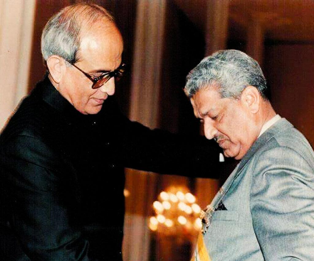 President Leghari presenting a civil award to Dr. Abdul Qadeer Khan