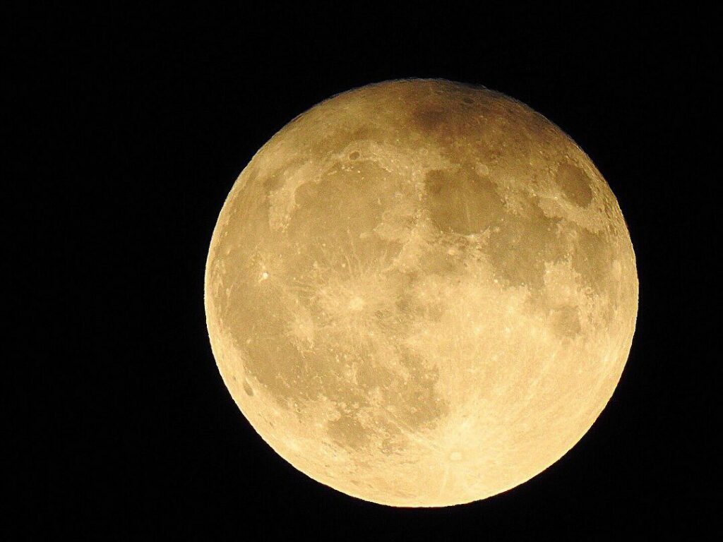 The full moon of October in full view