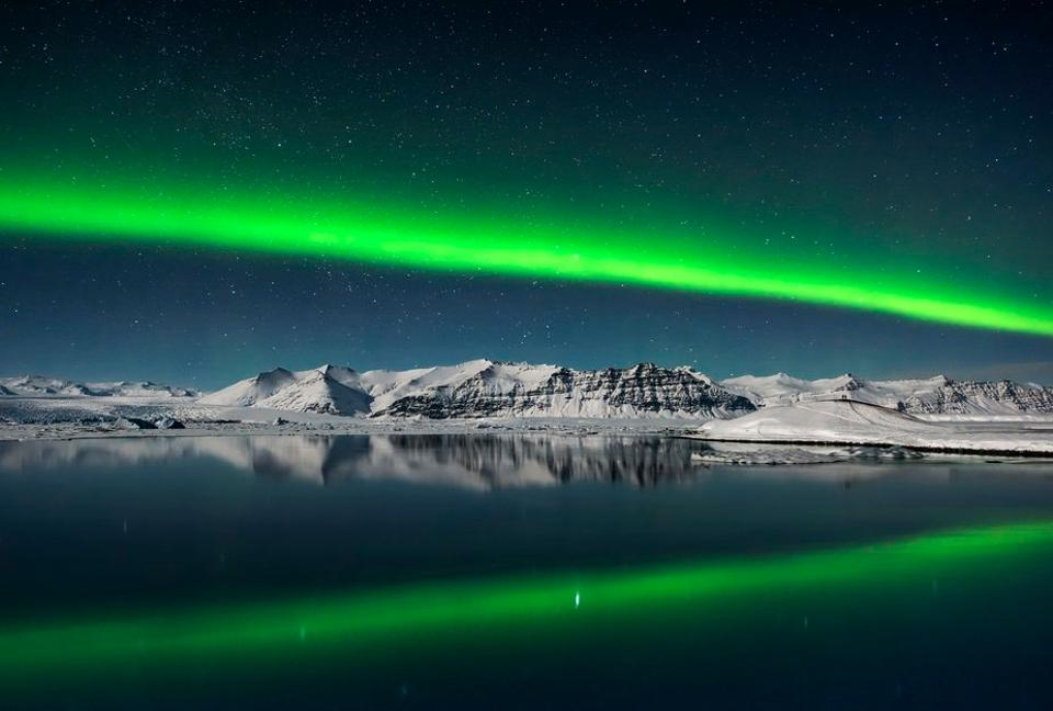 A fine line of Northern Lights photographed by Giles Rocholl in Iceland