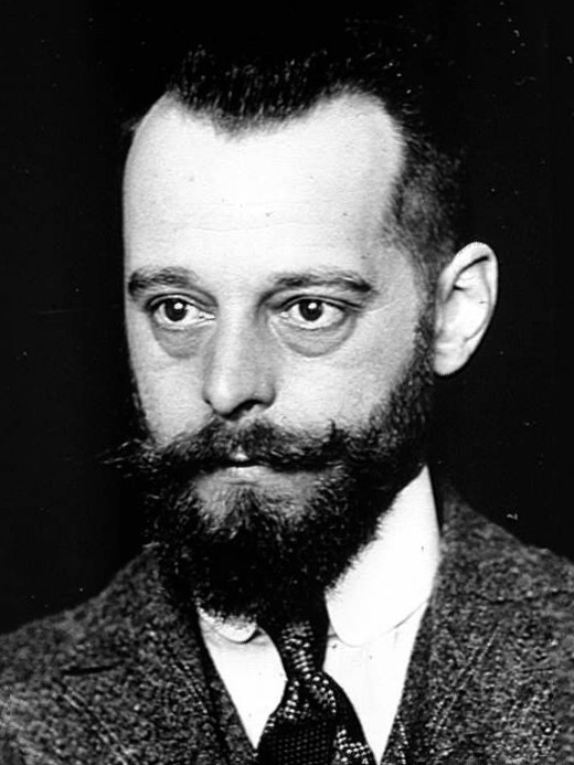 Felix d'Herelle developed bacteriophage therapy