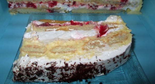 TORTA SA JAGODAMA I PIŠKOTAMA