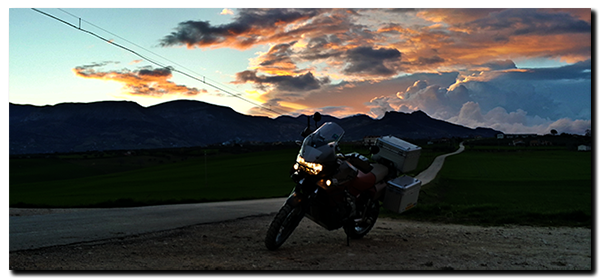 Aprilia Caponord ETV1000 Rally-Raid Evening over the Gran Sasso ....