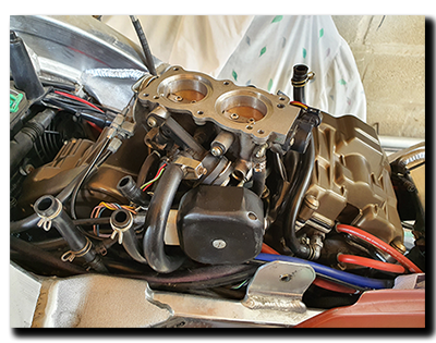 Aprilia Caponord ETV1000 Rally-Raid valve service and cam covers replaced