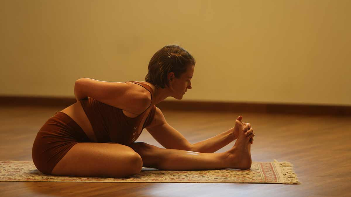 Ashtanga Yoga Summer Learning Programme with Nea - Nea doing her yoga practice