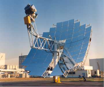 Solar Powered Stirling Engine. The mirror array tracks the sun and focuses all of the heat onto the Stirling engine