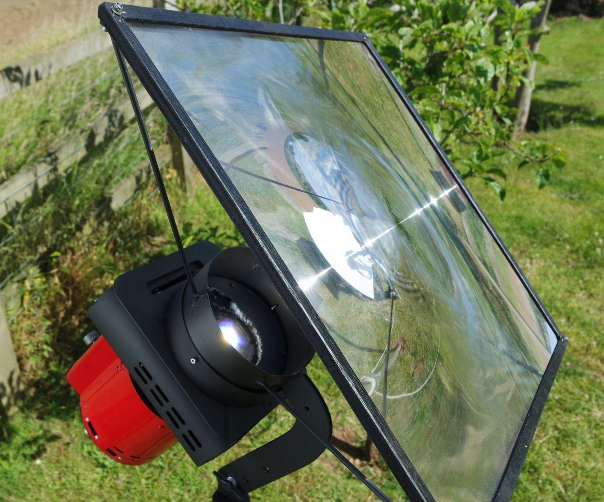 Generator uses sun power via a single Fresnel lens