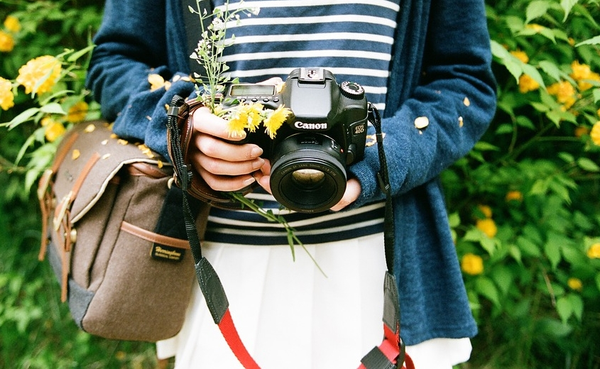 feel-of-solidity-with-dslr-in-hand