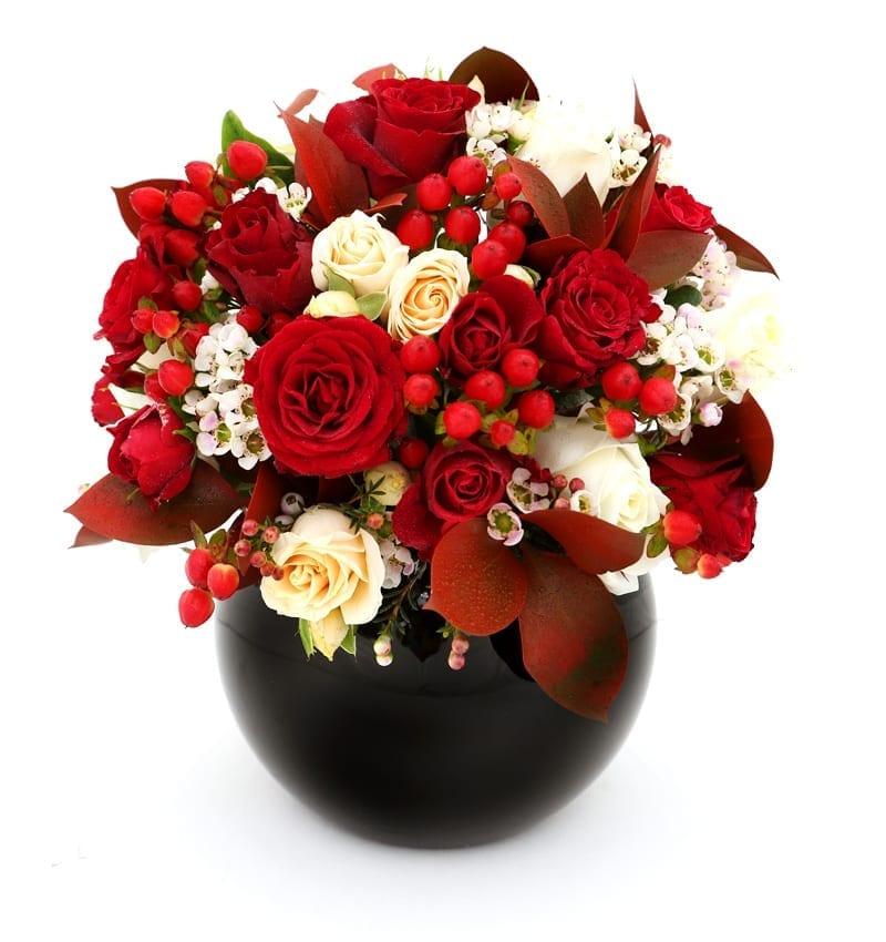 Send Anniversary flowers to Abu dhabi