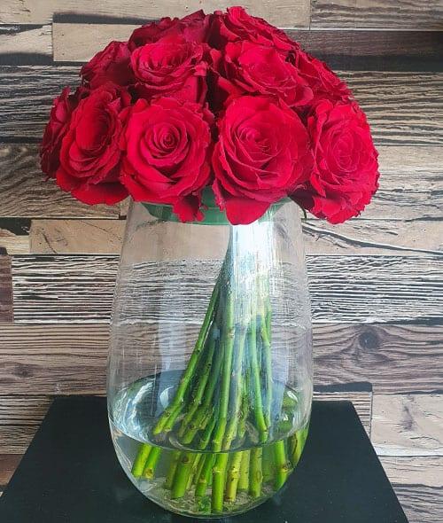 Send anniversary flowers to Dubai