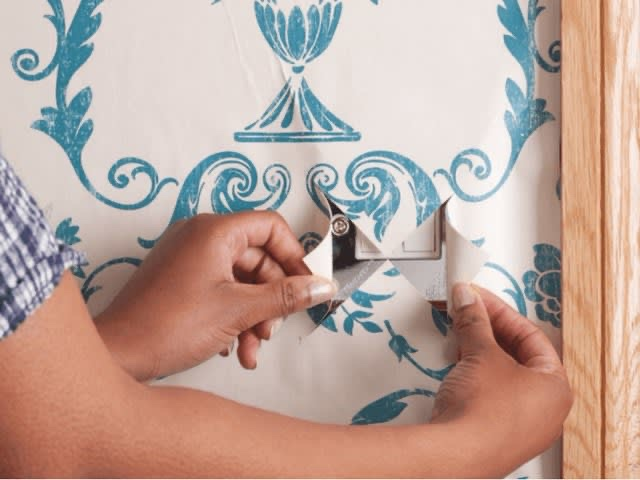 service fixing wallpaper
