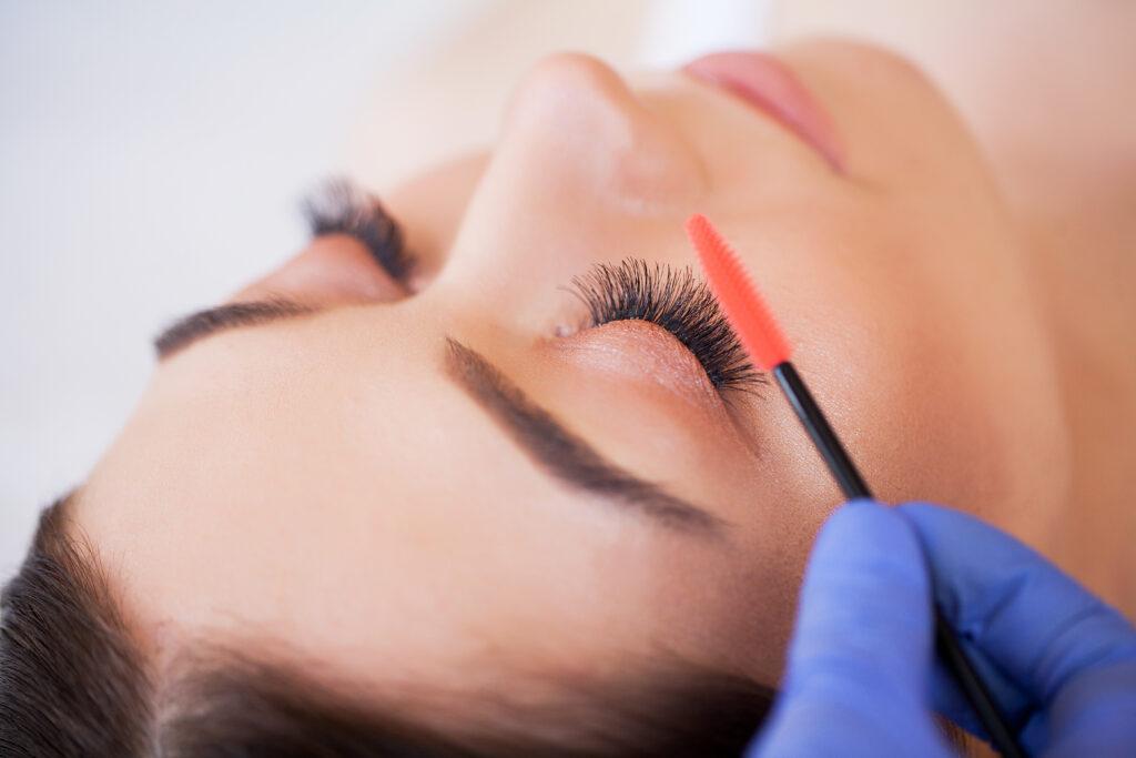 eyelashes-extension-courses-london