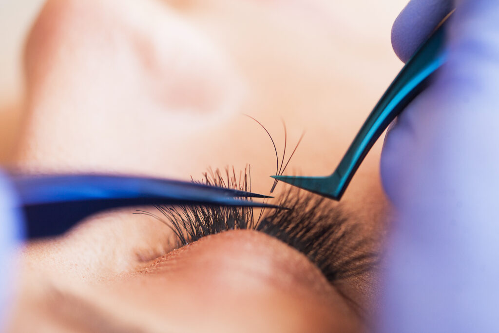 eyelashes-extension-course-in-london