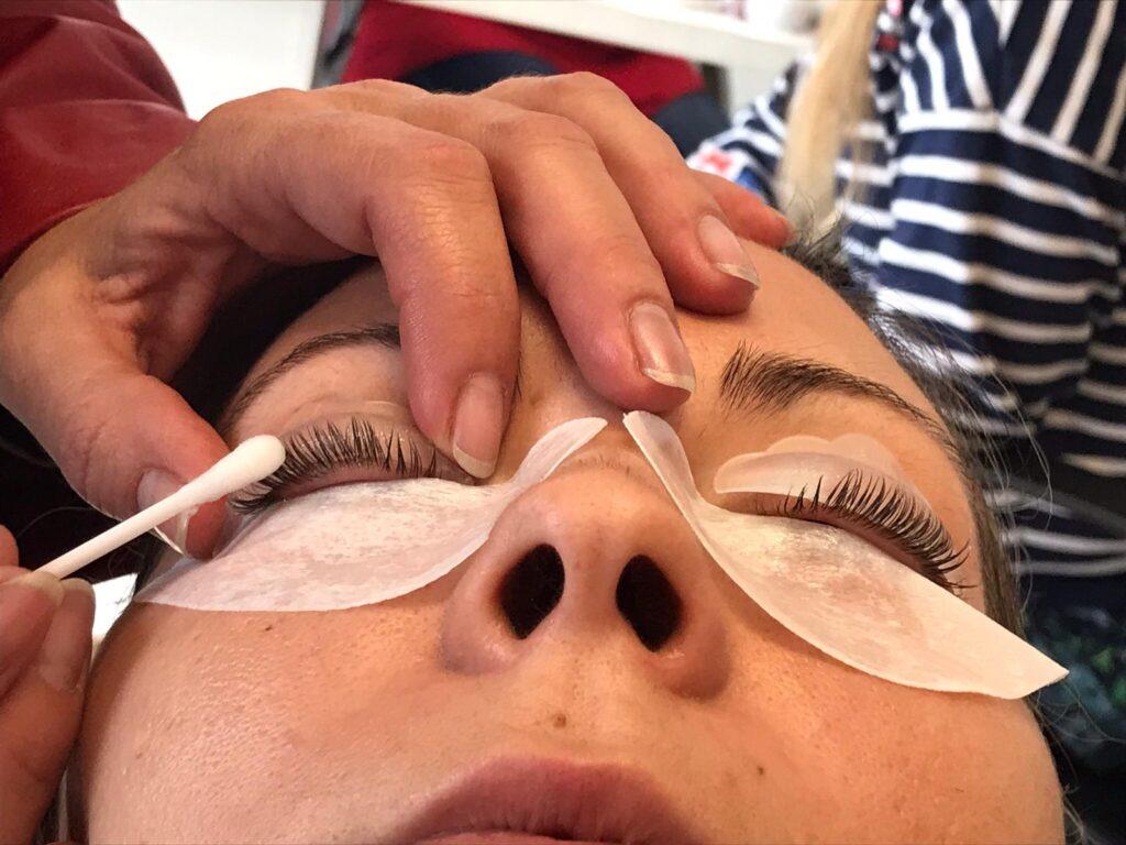 eyelashes-extension-course