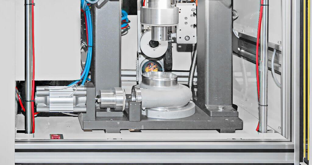 flypress03-1024x543 Znakowanie laserowe i test szczelności w jednej maszynie