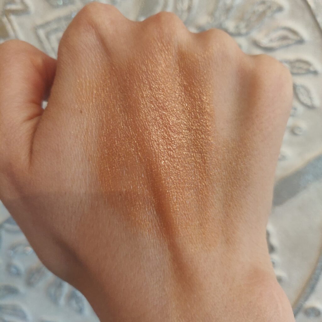 Evolve Climate Veil Tinted SPF20 Swatch