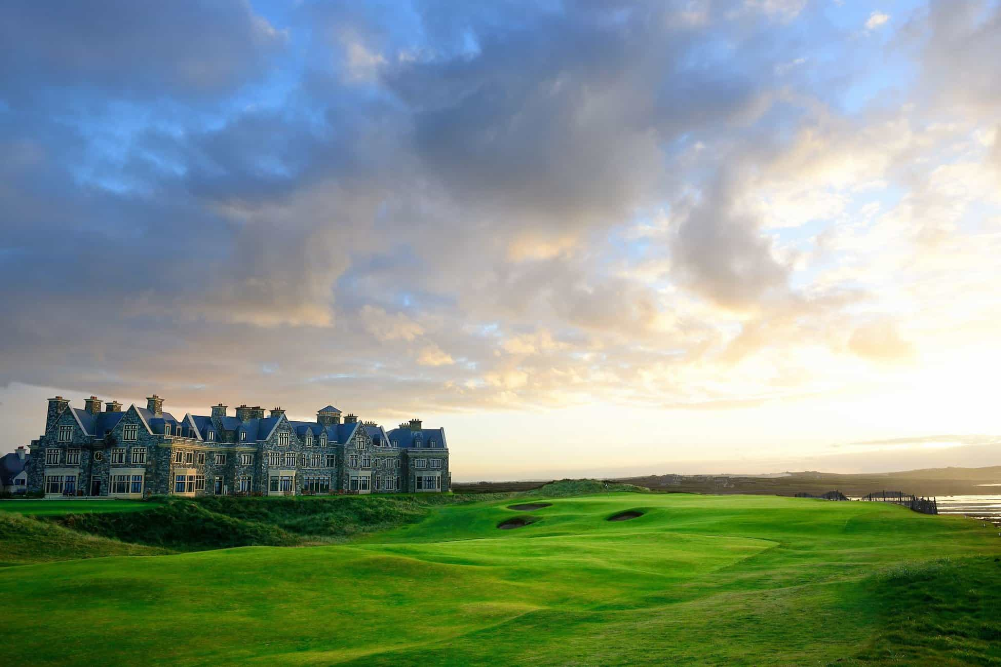 The approach to 18 at Doonbeg