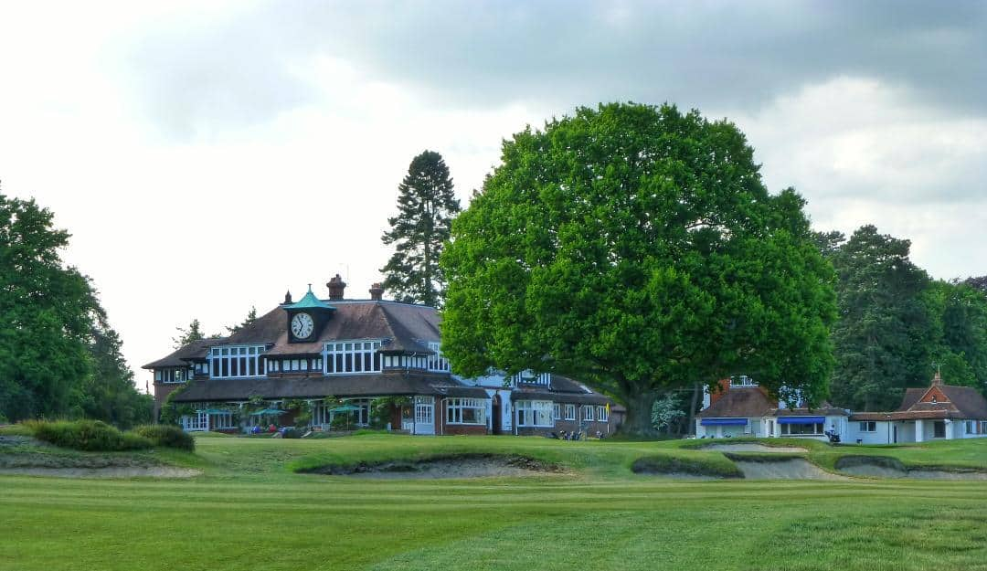 The 18th at Sunningdale with the iconic clubhouse beyond