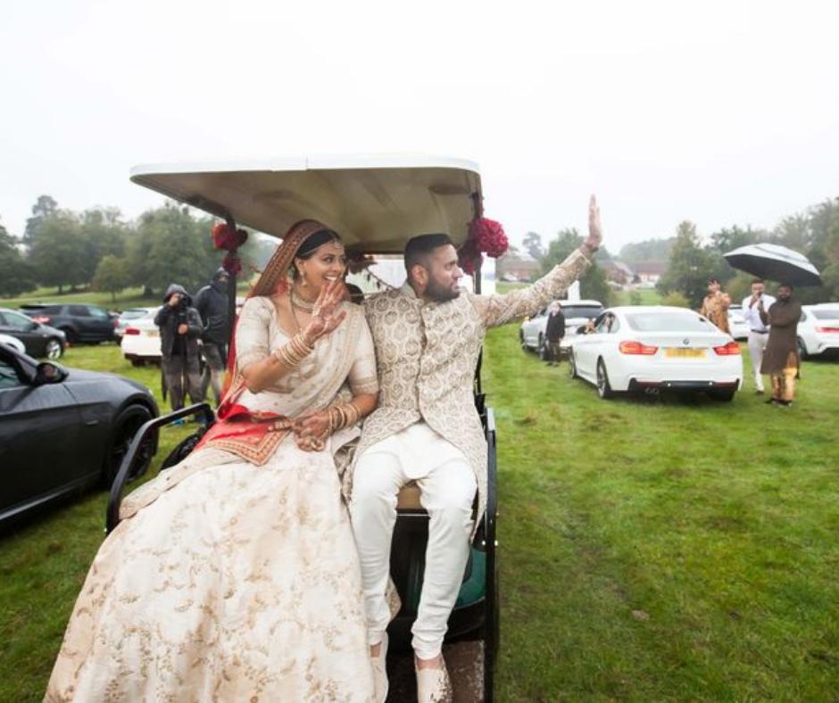 ગુજરાતી વિનલ પટેલ, રોમા પોપટે બ્રિટનમાં કર્યાં  'ડ્રાઈવ ઈન લગ્ન', ગેસ્ટ કારમાં બેસીને હાજર રહ્યાં