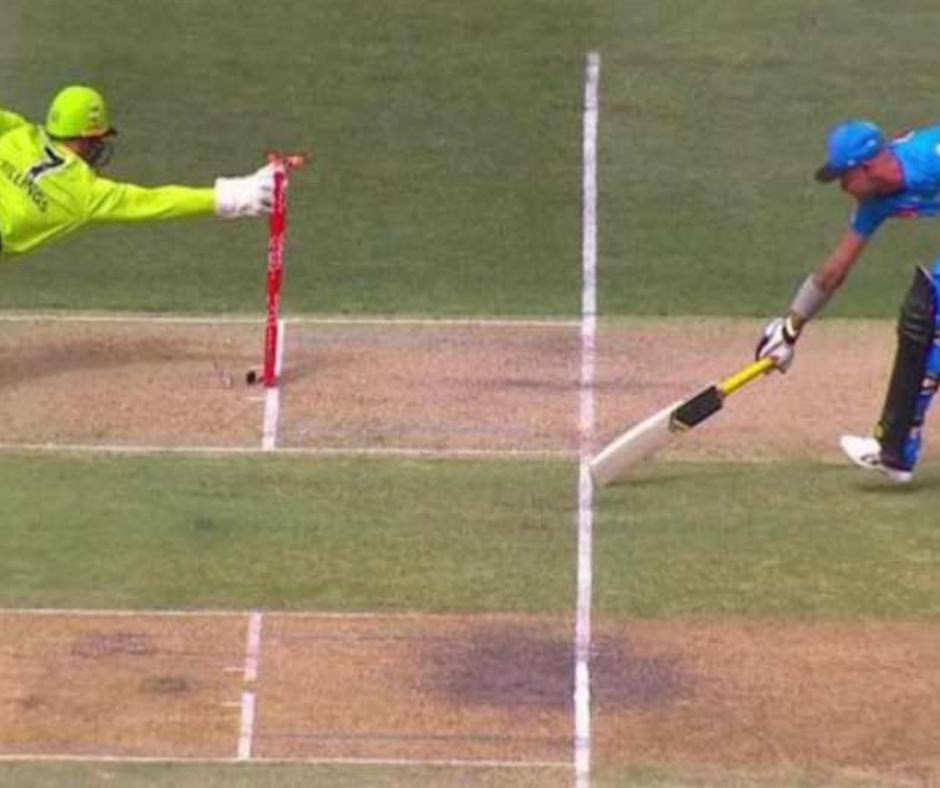 બેટ્સમેન 1 બોલમાં સામસામા છેડે 2 વાર રનઆઉટ, ક્રિકેટના મેદાનનો અનોખો વિડીયો જુઓ