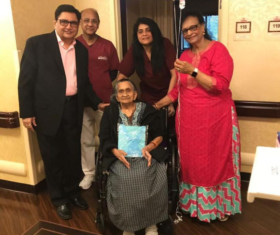 ગુજરાતી દર્દીની લાચારી ન જોઈ શકેલા ડોકટર મુકુંદ ઠાકર USના ન્યૂજર્સીમાં અસંખ્ય વૃદ્ધો માટે 'શ્રવણ' બની ગયા!