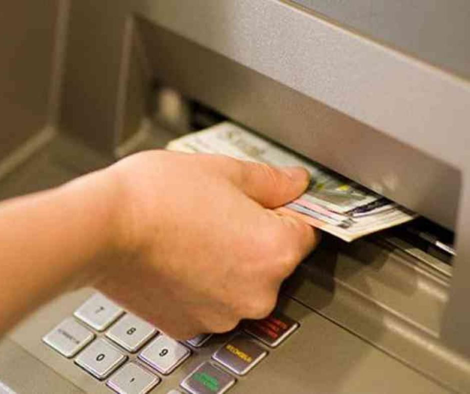 ATMમાંથી ઉપાડેલા નાણાં મળ્યાં નથી તેમ કહીને આણંદની બેન્કને 50,000નો ચુનો ચોપડ્યો