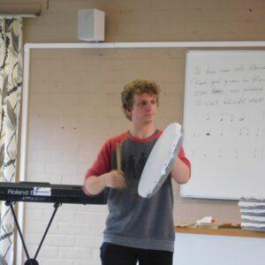 De regarom kan worden  gebruikt om op intuïtieve wijze te bespelen. Bij het drummen sla je gewoon zoals je hart of je gevoel je ingeeft.