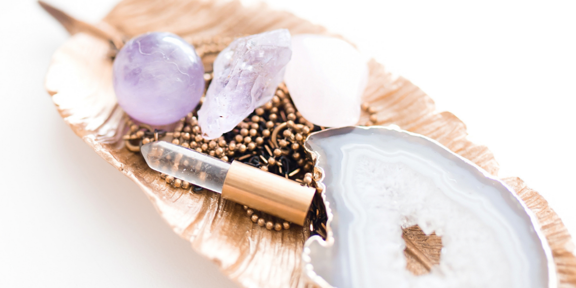 how to cleanse crystals using a larger stone