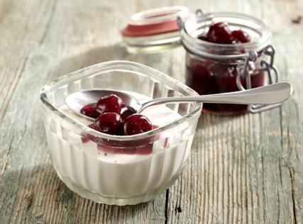 Yoghurt with Fruit Preserve (v)