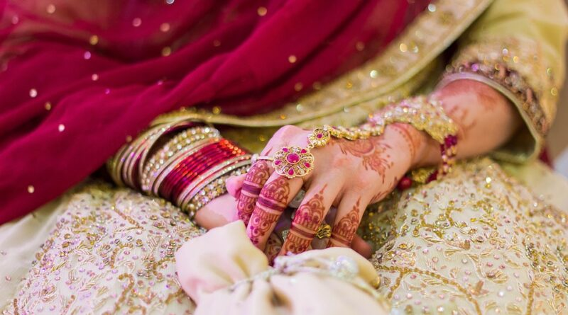 The bride has to look most stylish and beautiful in the wedding and mostly she has to wear lehenga or saree. No inner wear can be worn with a lehenga and a sari.