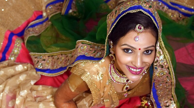October is the festival of Karvachauth. Every woman wants to look most beautiful by dressing up on this festival