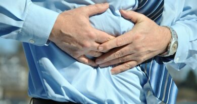 Nowadays problems like indigestion, acidity, heaviness in the stomach and flatulence after eating are common. We usually consider these problems as normal. But if this problem is happening continuously, then do not ignore it for a long time because it can also be a stone problem in the gallbladder.