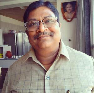 उत्तर प्रदेश के शहर हमीरपुर में जन्मे व राजधानी लखनऊ में रहने वाले चित्रकार सुरजन जी जो 80 के दशक से अपनी चित्रकारी से कईयों को प्रेरणा देते रहे हैं।