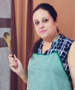 Dimple Arora has been teaching people how to cook for many years. People like his recipe very much. His response is very much liked in Hindi magazine Sanjh Sanjoli.