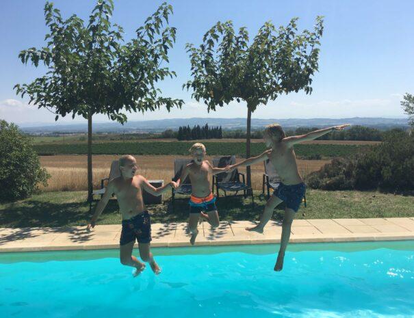 Pool-jump-Domaine_de_la_Bade