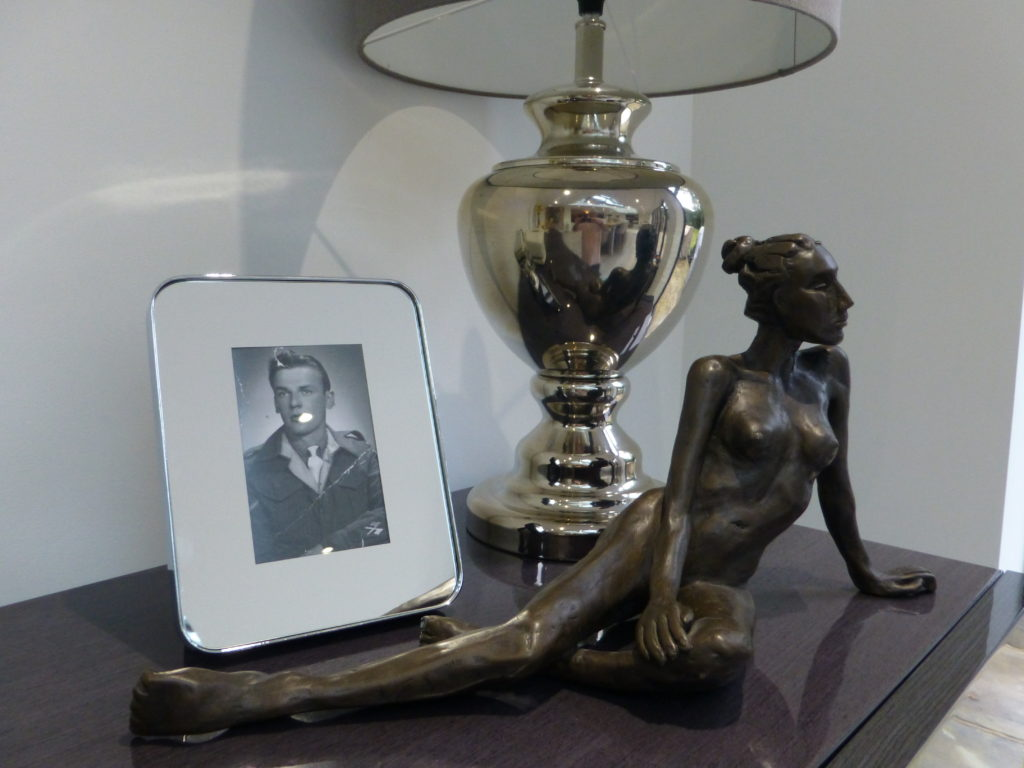 Petra in bronze on the sideboard