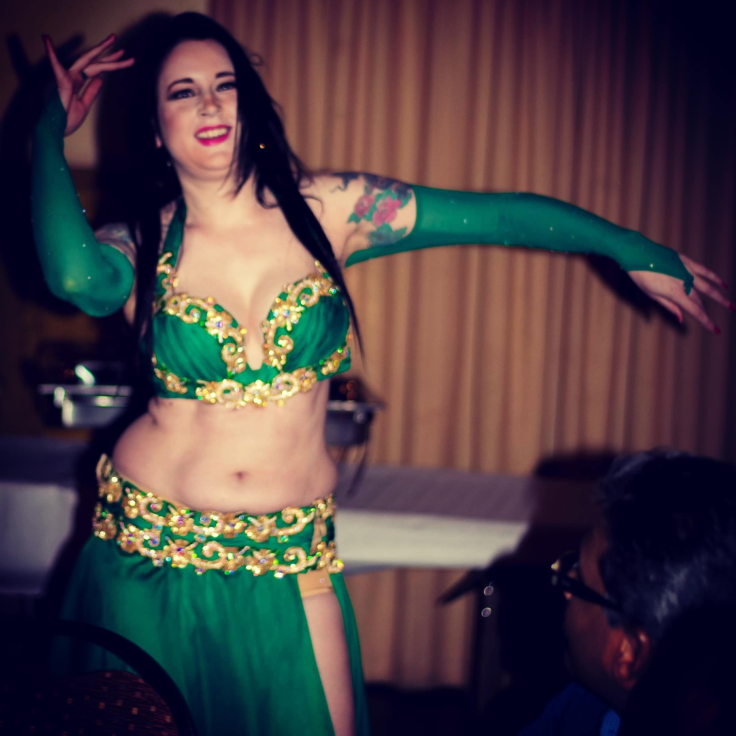 Victoria professional belly dancer in London