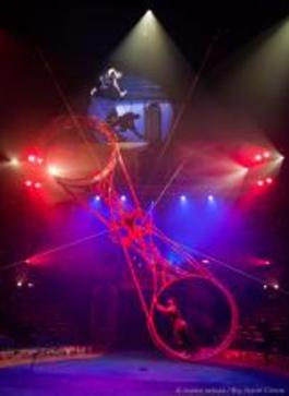 """The Big Apple Circus' """"Grand Tour"""" Takes You Around The World In Luxury–Without Leaving Your Seat In Damrosch Park"""