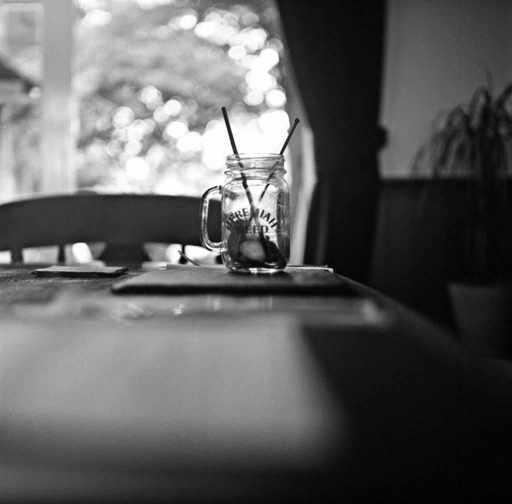 yashica 635 tlr kodak tri-x black white analogue film 120 medium format pub table glass indoor