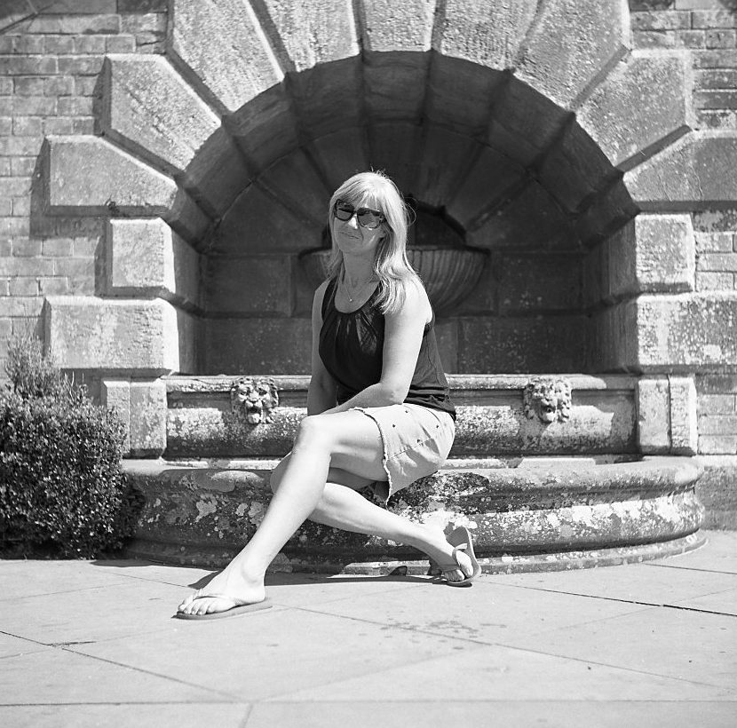 yashica 635 tlr ilford fp5 120 medium format portrait classic outdoor woman summer