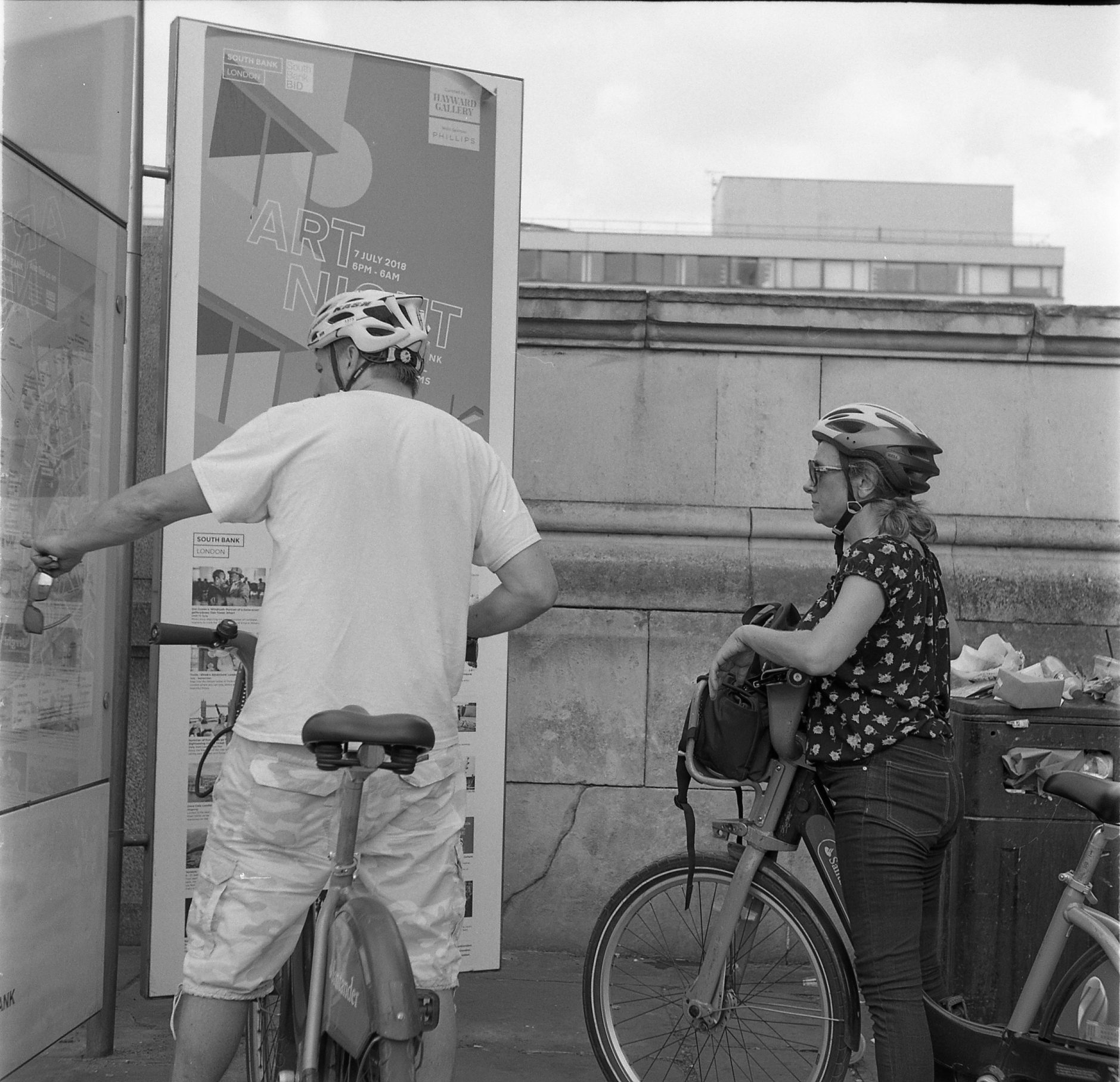 yashica 44 tle rerapan london street black white film cycling bicycle boris bike lost