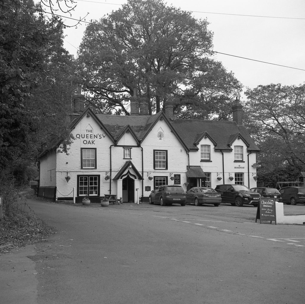 yashica 635 tlr kodak t-max queens oak pub finchampstead film 120 medium format black white