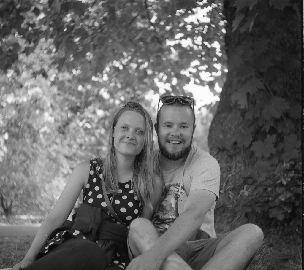 Rerapan 100 in Bellini Hydrofen Yashica 44 TLR saville garden royal estate couple portrait outdoor tree black white film 127