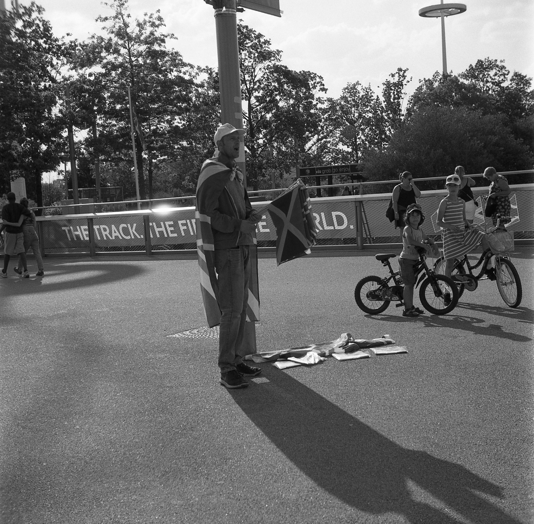 yashica 44 tlr rerapan 100 bellini hydrofen london olympic stadium 127 format film black white street flag seller world athletics