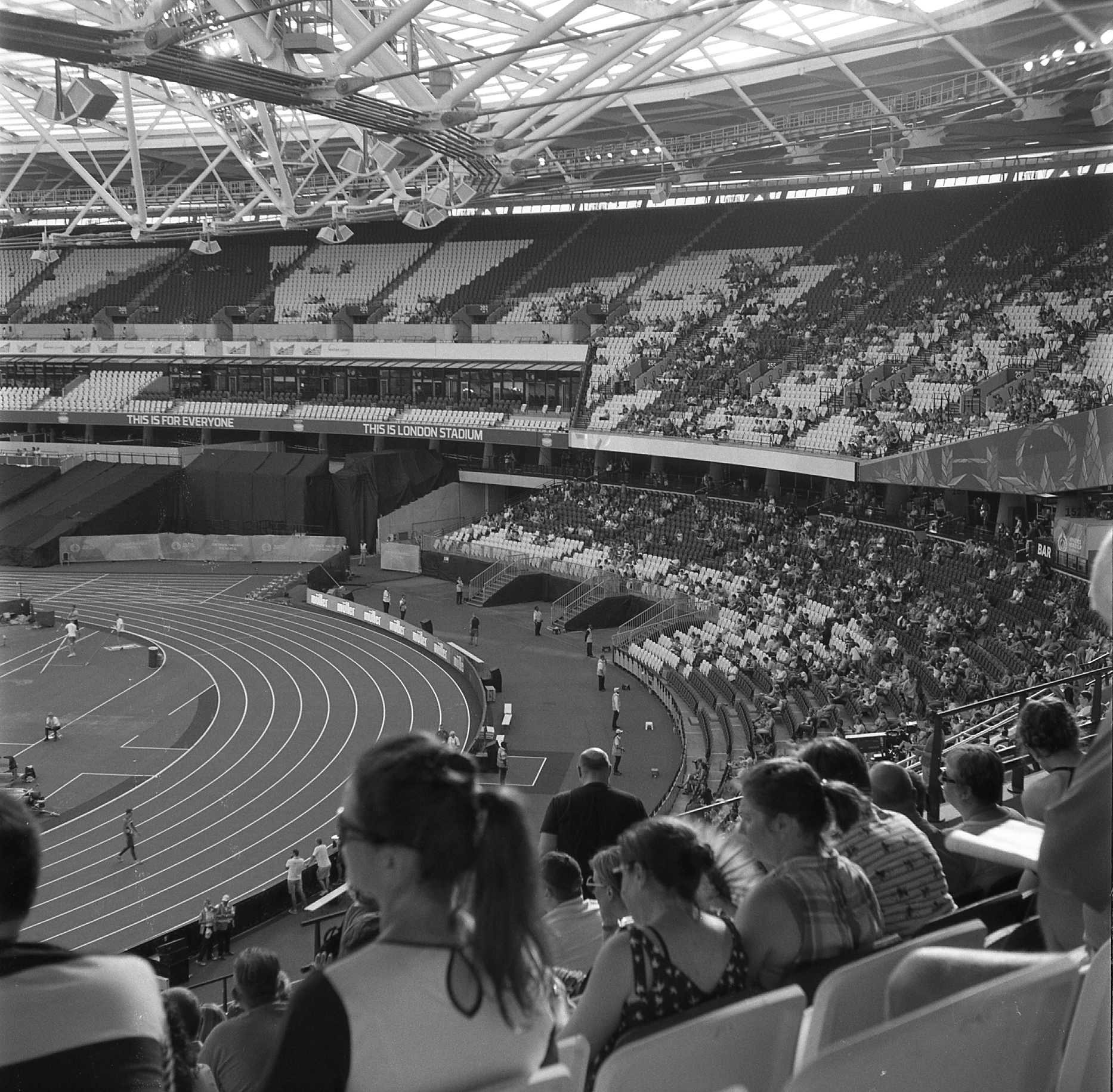 yashica 44 tlr rerapan 100 bellini hydrofen london olympic stadium 127 format film black white world athletics