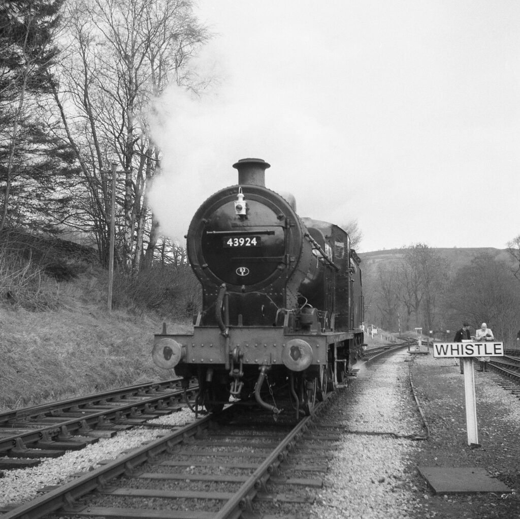 yashica 635 tlr ilford delta 3200 medium format film black and white haworth yorkshire railway steam engine